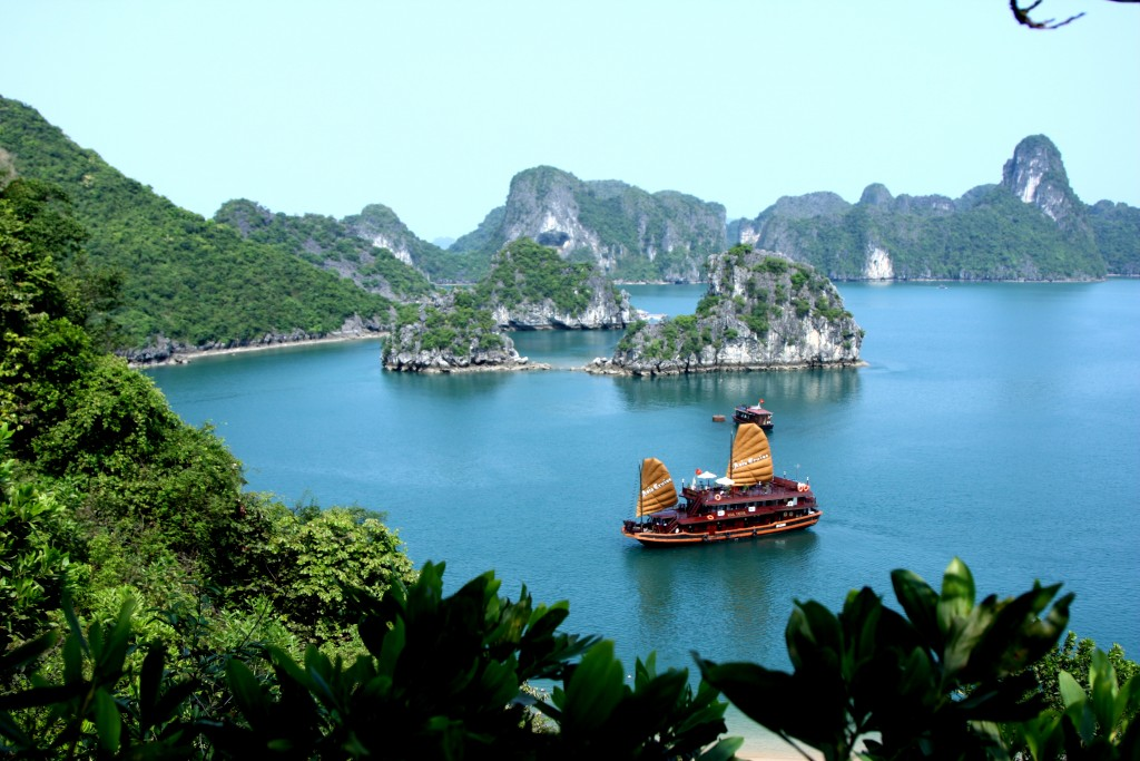 Asia_Cruise_Junk_in_Halong_bay