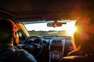 voyager avec sa voiture en écoutant la musique